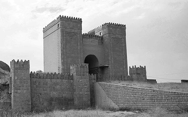 Stadspoort, onderdeel van de tien kilometer lange verdedigingsmuur
